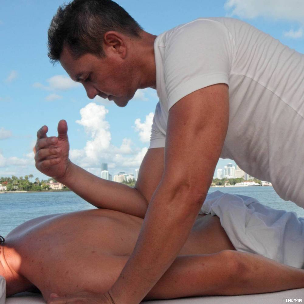 Professional and therapeutic massage by a male therapist wit